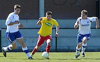 KFC Lichtervelde - KVC Ardooie : Mathias Vackier (midden) aan de bal voor Kevin Fiers (links) en Thibault Tanghe (r)<br /> Foto VDB / Bart Vandenbroucke