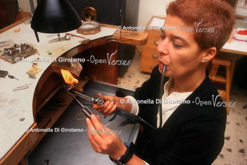 Artigiani a San Lorenzo , quartiere storico di Roma. Craftsmen in San Lorenzo, historic district of Rome. .....