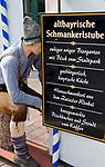 Deutschland, Bayern, Niederbayern, Naturpark Bayerischer Wald, Zwiesel, die Glasstadt: Hinweisschild auf altbayerische Schmankerl | Germany, Bavaria, Lower-Bavaria, Nature Park Bavarian Forest, Zwiesel, named the Glass Town: sign for local Bavarian food