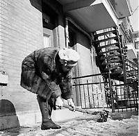 Dame agee brisant la Glace en hiver, circa 1970 (date exacte inconnue)<br /> <br /> PHOTO :  Alain Renaud - Agence Quebec Presse