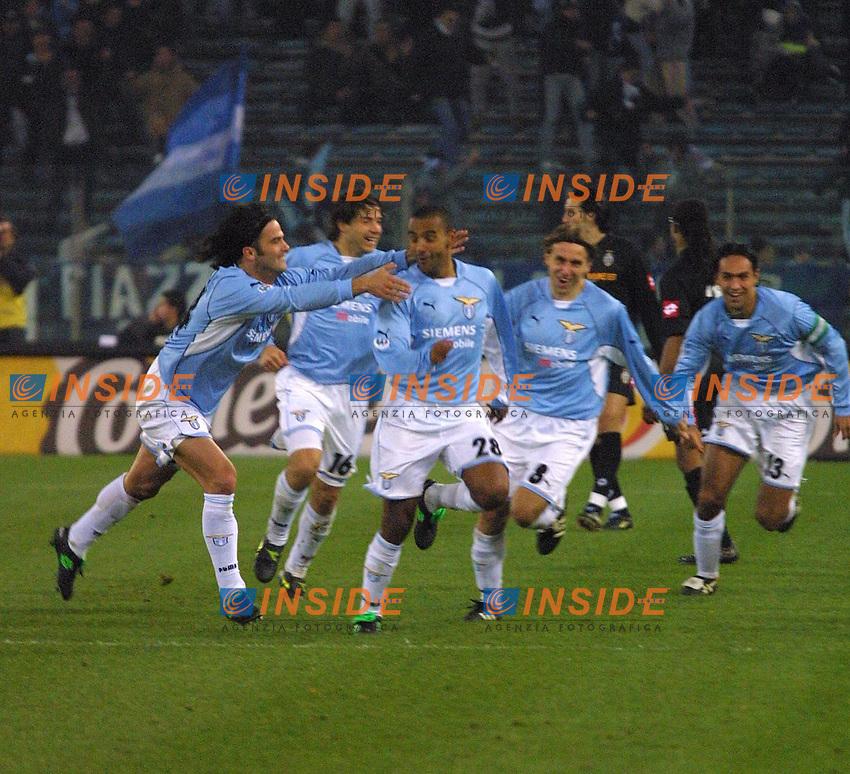 Roma 24 Novembre 2001<br /> Lazio - Juventus 1-0<br /> Liverani festeggiato dopo il gol