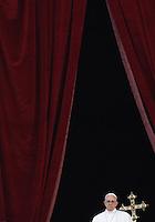 Papa Francesco impartisce la benedizione Urbi et Orbi in occasione del Natale, dalla loggia centrale della Basilica di San Pietro, Citta' del Vaticano, 25 dicembre 2015.<br /> Pope Francis delivers the Urbi et Orbi (To the City and to the World) blessing on the occasion of the Christmas day from the central loggia of St. Peter's Basilica, Vatican, 25 December 2015.<br /> UPDATE IMAGES PRESS/Isabella Bonotto<br /> <br /> STRICTLY ONLY FOR EDITORIAL USE