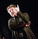 SIMON RUSSELL BEALE IN HAMLET OPENS AT THE NATIONAL THEATRE ON 5/9/00 PIC GERAINT LEWIS
