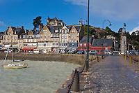 France, Ille-et-Vilaine (35), côte d'émeraude, Cancale, vue sur la ville et le port de La Houle // France, Ille et Vilaine, cote d'emeraude (Emerald Coast), Cancale, view over the city and La Houle harbour