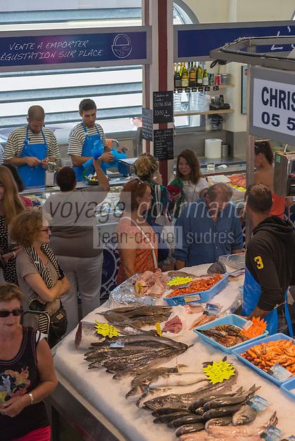 France, Aquitaine, Pyrénées-Atlantiques, Pays Basque, Biarritz:  Les Halles de Biarritz , étal de poissons  //  France, Pyrenees Atlantiques, Basque Country, Biarritz: Biarritz Market-house, fish stall