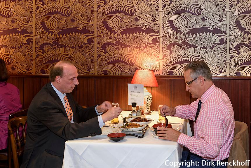 Business Lunch im Restaurant dim sum haus, Kirchenallee 37 , Hamburg, Deutschland<br /> Business lunch in Restaurant dim sum haus, Kirchenallee 37 , Hamburg, Germany