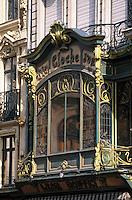Europe/France/Nord-Pas-de-Calais/59/Nord/Lille: Détail façade et véranda art déco rue Manneties près de la Grand Place