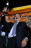 Romano Prodi<br /> Roma, 10/04/06 Festeggiamenti in Piazza Ss Apostoli per la vittoria del centro sinistra alle elezioni politiche 2006. <br /> Photo Samantha Zucchi Insidefoto