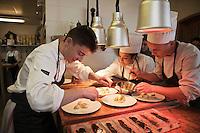 Europe/France/Rhone-Alpes/73/Savoie/ Val-Thorens: Jean Sulpice en cuisine dans son restaurant L'Oxalys, [Non destiné à un usage publicitaire - Not intended for an advertising use]