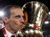 Calcio, finale Tim Cup: Milan vs Juventus. Roma, stadio Olimpico, 21 maggio 2016.<br /> Juventus coach Massimiliano Allegri kisses the trophy at the end of the Italian Cup final football match between AC Milan and Juventus at Rome's Olympic stadium, 21 May 2016. Juventus won 1-0 in the extra time.<br /> UPDATE IMAGES PRESS/Isabella Bonotto