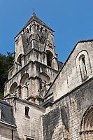 Europe/France/Aquitaine/24/Dordogne/Brantome: <br /> L'abbaye Saint-Pierre de Brantôme est une ancienne abbaye bénédictine - Le clocher de l'église abbatiale (XIe siècle) est certainement le plus ancien campanile de France. Il a, en outre, la particularité d'être bâti non sur l'église mais sur le surplomb rocheux de 12 mètres de hauteur qui la domine.