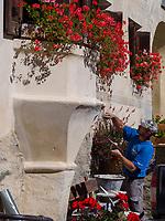 Maurer, Guarda bei Scuol, Unterengadin, Graubünden, Schweiz, Europa<br /> craftsman in Guarda, Scuol, Engadine, Grisons, Switzerland