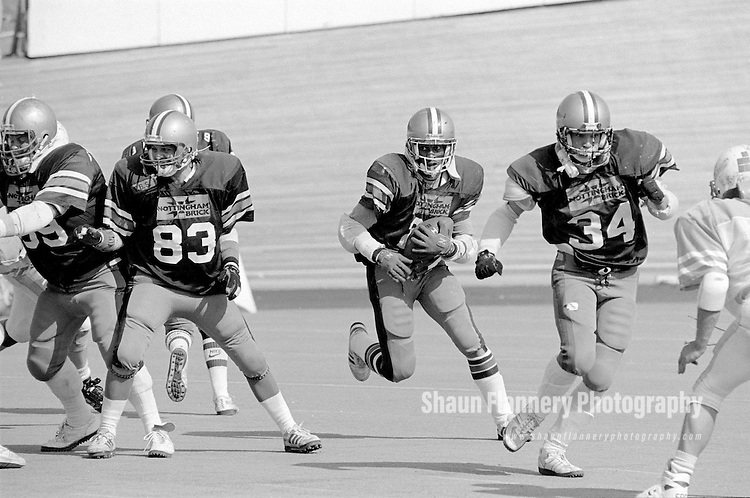 Pix: Shaun Flannery/shaunflanneryphotography.com...COPYRIGHT PICTURE>>SHAUN FLANNERY>01302-570814>>07778315553>>..2nd September 1990..British National Gridiron League (BNGL)..BNGL National Bowl, First Division Final..Saffron Lane Stadium, Leicester..Barracuda v Barnsley Bears..Lavern Washington