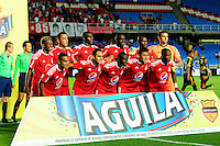 CALI -COLOMBIA-15-08-2016. Jugadores América de Cali posan para una foto previo al encuentro con Bogotá FC durante partido de la fecha 7 vuelta del Torneo Águila 2016 jugado en el estadio Pascual Guerrero de la ciudad de Cali. / Players of America de Cali pose to a photo prior the match against Bogota FC for the date 7 second leg match of the Aguila Tournament 2016 played at Pascual Guerrero stadium in Cali. Photo: VizzorImage/ NR /