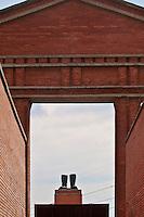 Ungheria, Budapest, Szoborpark, il cimitero delle statue sovietiche Hongrie, le cimetière de statues soviétiques<br /> Hungary, the cemetery of Soviet statues stivali , quel che resta di una statua di Stalin distrutta dopo la caduta dell'Unione Sovietica,boots, all that remains of a statue of Stalin destroyed after the fall of the Soviet Union,bottes, tout ce qui reste d'une statue de Staline détruite après la chute de l'Union soviétique progettato nel 1993 dall'architetto  Eleod Akos junior