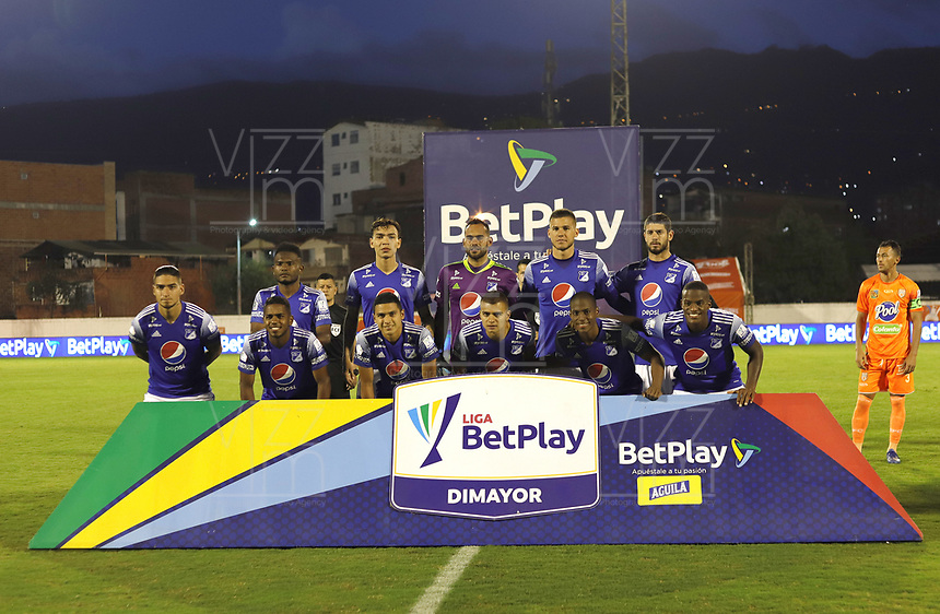 ENVIGADO- COLOMBIA,14-10- 2020:Jugadores de Millonarios  posan para una foto previo al partido entre el Envigado y Millonarios  por la fecha 14 de la Liga BetPlay DIMAYOR I 2020 jugado en el estadio Polideportivo Sur  de la ciudad de Itagui. / Players of Millonarios pose to a photo prior the match between Envigado and Millonarios  for the date 14 BetPlay DIMAYOR League I 2020 played at Polideportivo Sur stadium in Itagui city. Photo: VizzorImage / Juan Augusto Cardona  / Contrbuidor