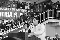 "- Paride Batini, ""console"" della CULMV (Compagnia Unica Lavoratori e Manovalanza Varia), organizzazione dei lavoratori portuali di Genova, interviene durante una assemblea sindacale nella ""Sala Chiamata"" (febbraio 1987)....- Paride Batini, ""consul"" of CULMV (Single Company of Worker and Varied Laborers), organization of Genoa port workers, speak during a labor union meeting in the ""Call Room "" (February 1987)"