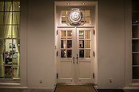 Porta di ingresso interna alla Casa Bianca White House internal door entra,ce