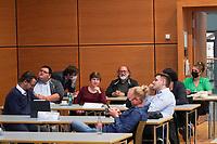 Betretene Gesichter bei den Grünen im Georg-Büchner-Saal - Gross-Gerau 26.09.2021: Ergebnisse Bundestagswahl im Kreistag