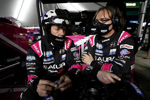 #60: Meyer Shank Racing w/Curb-Agajanian Acura DPi, DPi: Olivier Pla, AJ Allmendinger, Dane Cameron, Juan Pablo Montoya, pit stop, crew