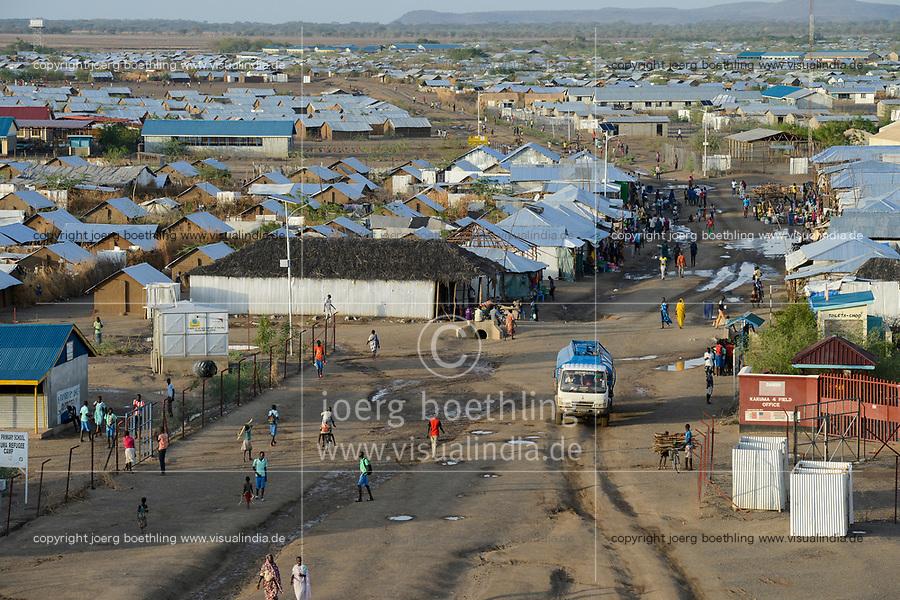 KENYA, Turkana, refugee camp Kakuma for 160.000 refugees, Kakuma IV for mainly south sudanese refugees, water tanker / KENIA, Turkana, Fluechtlingslager Kakuma fuer 160.000 Fluechtlinge, Kakuma IV, vorwiegend fuer Fluechtlinge aus dem Sued-Sudan, Wasser Tankwagen