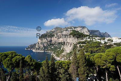 Italy, Campania, Capri: View to Monte Solaro and south coast of island   Italien, Kampanien, Provinz Neapel, Capri: der Monte Solaro und die Suedkueste