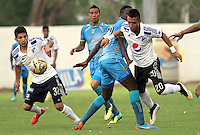 MONTERIA - COLOMBIA - 19-04-2015:Fernando Uribe (Der) de Millonarios disputa el balon con Elkin Mosquera  durante partido  por la fecha 16 entre  Jaguares FC  y Millonarios de la Liga Aguila I-2015, en el estadio Municipal de Monteria de la ciudad de  Monteria . / Fernando Uribe (R)   player of  fights the ball  Elkin Mosquera   against Jaguares FC   during an  match of the 16 date between Jaguares FC and  Millonarios  for the Liga Aguila I -2015 at the Municipal  Stadium of Monteria  city, Photo: VizzorImage / Andrew Indell  / Staff.
