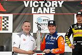 HPD President Ted Klaus, Scott Dixon, Chip Ganassi Racing Honda, podium