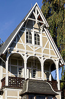 Wolgasthaus Villa Erika im Ostseebad Göhren auf Rügen, Mecklenburg-Vorpommern, Deutschland, Wolgasthäuser aus dem 19. Jh. waren die ersten Fertighäuswer