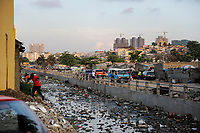 ANGOLA Luanda, due to revenues from oil and diamond exports a construction boom is seen everwhere and the real estate prices are extremely high, in contrast slum and polluted canal /ANGOLA Luanda , durch Einnahmen aus Oel und Diamanten Exporten gibt es einen gigantischen Bauboom und Luanda rangiert als einer der teuersten Immobilienplaetze weltweit,  im Kontrast Slum und verschmutzter Kanal