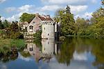 Great Britain, England, Kent, Lamberhurst, near Tunbridge Wells: Ruins of 14th century Scotney Castle in Scotney Castle Gardens