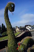 Europe/Grande-Bretagne/Ecosse/Highland/Fort Augustus : Détail du jardin repésentant Nessie sur les bords du canal Calédonien qui traverse le village