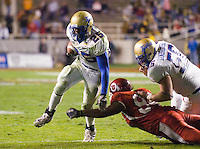 23 December 2006: Tulsa running back Tarrion Adams (#25) dodges a Utah tackler during the 2006 Bell Helicopters Armed Forces Bowl between The University of Tulsa and The University of Utah at Amon G. Carter Stadium in Fort Worth, TX.
