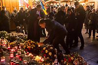 Nach einem Gedenkgottesdienst in der Kaiser Wilhelm-Gedaechtniskirche am Mittwoch den 19. Dezember 2018, dem 2. Jahrestag des Terroranschlag durch den islamistischen Terroristen Anis Amri auf den Weihnachtsmarkt am Berliner Breitscheidplatz am 19. Dezember 2016, gingen die Gottesdienstteilnehmer zur Gedenkstaette vor der Kirche. Sie stellten Friedenslichter auf und legten Blumen nieder.<br /> Links im Bild: Pfarrer Martin Germer.<br /> 19.12.2018, Berlin<br /> Copyright: Christian-Ditsch.de<br /> [Inhaltsveraendernde Manipulation des Fotos nur nach ausdruecklicher Genehmigung des Fotografen. Vereinbarungen ueber Abtretung von Persoenlichkeitsrechten/Model Release der abgebildeten Person/Personen liegen nicht vor. NO MODEL RELEASE! Nur fuer Redaktionelle Zwecke. Don't publish without copyright Christian-Ditsch.de, Veroeffentlichung nur mit Fotografennennung, sowie gegen Honorar, MwSt. und Beleg. Konto: I N G - D i B a, IBAN DE58500105175400192269, BIC INGDDEFFXXX, Kontakt: post@christian-ditsch.de<br /> Bei der Bearbeitung der Dateiinformationen darf die Urheberkennzeichnung in den EXIF- und  IPTC-Daten nicht entfernt werden, diese sind in digitalen Medien nach §95c UrhG rechtlich geschuetzt. Der Urhebervermerk wird gemaess §13 UrhG verlangt.]