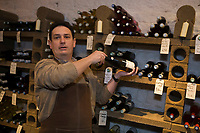 """Europe/France/Normandie/Basse-Normandie/61/orne/Alençon: Jérome Loisel Caviste """"Vins et Traditions""""  //  Europe / France / Normandy / Lower Normandy / 61 / orne / Alençon: Jérome Loisel Cellar """"Vins et Traditions"""""""