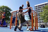 Nederland  Amsterdam - 2019. Calisthenics (Calesthenics). Fitness in de buitenlucht.. Clinic.  Berlinda van Dam / Hollandse Hoogte