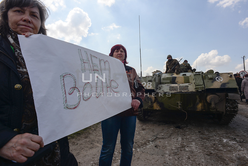 """Ukrainian forces are being blocked by local citizens near Kramatorsk city during the anti-terrorist operation. The banner reads: """"make no war"""""""