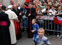 Papa Francesco lascia la chiesa di Santo Stanislao dei Polacchi al termine della visita pastorale, a Roma, 4 maggio 2014.<br /> Pope Francis leaves at the end of his pastoral visit to the church of St. Stanislaw of Poles in Rome, 4 May 2014.<br /> UPDATE IMAGES PRESS/Riccardo De Luca<br /> <br /> STRICTLY ONLY FOR EDITORIAL USE
