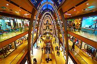 Weihnachtlich dekorierte Europa-Passage: EUROPA, DEUTSCHLAND, HAMBURG, (EUROPE, GERMANY), 03.12.2013: Weihnachtlich dekorierte Europa-Passage, Einkaufszentrum,