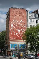 """Europe/ Ile de France / Paris/75020 : Rue de Ménilmontant : Cette fresque murale, intitulée « Les Gars de Menilmontant« , montre les fameux hommes blancs de Jérôme Mesnager, en plein pastiche du célèbre tableau La Danse, de Matisse !  Paris / 75020: Rue de Ménilmontant: This mural, entitled """"Les Gars de Menilmontant"""", shows the famous white men of Jérôme Mesnager, in full pastiche of the famous painting La Danse, by Matisse!"""