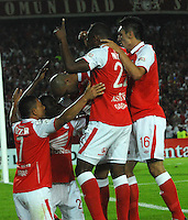 BOGOTA - COLOMBIA - 02-04-2013: Los jugadores de Independiente Santa Fe de Colombia, celebran el gol anotado a Cerro Porteño del Paraguay,  durante partido en el estadio Nemesio Camacho El Campín de la ciudad de Bogotá, partido por el grupo 6 de la Copa Bridgestone Libertadores 2013, abril 2 de 2013.  (Foto: VizzorImage / Luis Ramírez / Staff). The players of Independiente Santa Fe from Colombia celebrate a goal scored against  Cerro Porteño from Paraguay,  Paraguay  during a match for the group 6 of the Copa Bridgestone Libertadores 2013,  at Nemesio Camacho El Campin Stadium in Bogota city, onApril 2, 2013, (Photo: VizzorImage / Luis Ramirez / Staff)