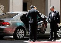Il presidente del Consiglio Matteo Renzi accoglie il cancelliere tedesco Angela Merkel a Palazzo Chigi, Roma, 5 maggio 2016.<br /> Italian Premier Matteo Renzi welcomes German Chancellor Angela Merkel at Chigi Palace, Rome, 5 May 2016.<br /> UPDATE IMAGES PRESS/Isabella Bonotto