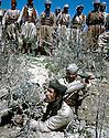 Iraq 1965  <br /> Training of peshmergas: the rocket launcher  <br /> Irak 1965 <br /> Des peshmergas regardant l'utilisation d'un lance- roquettes