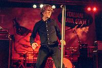 Segrate (Milano). Il Teatro degli Orrori live @ MIAMI festival 2007. Pierpaolo Capovilla e il volto di Pertini raffigurato sullo sfondo