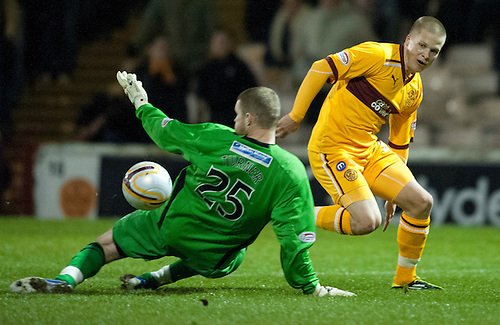 PICTURE BY - ROB CASEY .DESCRIPTION - MOTHERWELL v DUNFERMLINE.PIC SHOWS - HENRIK OJAMAA AND IAIN TURNER