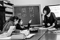 a Como, proposte formative per gli stranieri. lingua italiana, corso lingua giapponese per ragazzi