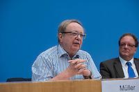 """Pressekonferenz zu den Grossdemonstrationen """"CETA und TTIP stoppen!"""" am 17. September in sieben Staedten.<br /> Am Dienstag den 23. August 2016 stellten der Vorsitzender der Gewerkschaft ver.di, die Praesidentin von Brot fuer die Welt, der Geschaeftsfuehrer des Deutschen Kulturrates, der Bundesvorsitzender der NaturFreunde Deutschlands, der Hauptgeschaeftsfuehrer des Paritaetischen Wohlfahrtsverbandes und der Geschaeftsfuehrer von Campact die Ziele der geplanten Grossdemonstrationen """"CETA und TTIP stoppen!"""" im Haus der Bundespressekonferenz vor.<br /> Nach Meinung der Veranstalter der Demonstrationen sind CETA und TTIP nicht dem Gemeinwohl in der EU, den USA und Kanada verpflichtet, sondern den Interessen von Konzernen und Investoren. Dagegen sollen mehrere hunderttausend Menschen am 17. September in sieben Staedten auf die Strasse gehen.<br /> Zu den Demonstrationen rufen auf: Wohlfahrts-, Sozial- und Umweltverbaende, Gewerkschaften, Organisationen fuer Demokratie-, Kultur- und Entwicklungspolitik, fuer Verbraucher- und Mieterschutz und nachhaltige Landwirtschaft, aus Kirchen sowie kleinen und mittleren Unternehmen. Dem Traegerkreis gehoeren 30 Organisationen auf Bundesebene an, unterstuetzt von regional aktiven Initiativen und Buendnissen sowie von Parteien.<br /> Im Bild vlnr.: Michael Mueller, Bundesvorsitzender der NaturFreunde Deutschlands; Olaf Zimmermann, Geschaeftsfuehrer des Deutschen Kulturrates.<br /> 23.8.2016, Berlin<br /> Copyright: Christian-Ditsch.de<br /> [Inhaltsveraendernde Manipulation des Fotos nur nach ausdruecklicher Genehmigung des Fotografen. Vereinbarungen ueber Abtretung von Persoenlichkeitsrechten/Model Release der abgebildeten Person/Personen liegen nicht vor. NO MODEL RELEASE! Nur fuer Redaktionelle Zwecke. Don't publish without copyright Christian-Ditsch.de, Veroeffentlichung nur mit Fotografennennung, sowie gegen Honorar, MwSt. und Beleg. Konto: I N G - D i B a, IBAN DE58500105175400192269, BIC INGDDEFFXXX, Kontakt: post@christian-di"""