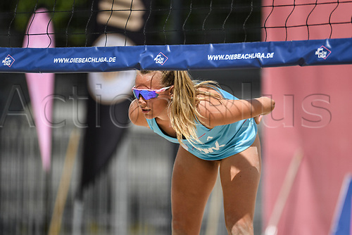 27th June 2020, Dusseldorf, Germany; The German Beach Volleyball League; Antonia Stautz signals for service