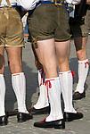 Italien, Suedtirol, Meran: Bayerische Schuhplattler beim Traubenfestival, Trachtengruppe | Italy, South-Tyrol, Alto Adige, Merano: Bavarian Schuhplattler Group in traditional costumes during wine festival