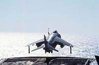 - Royal Navy, vertical takeoff aircraft Sea Harrier on Illustrious aircraft carrier....- Royal Navy, aereo a decollo verticale Sea Harrier a bordo della portaerei Illustrious